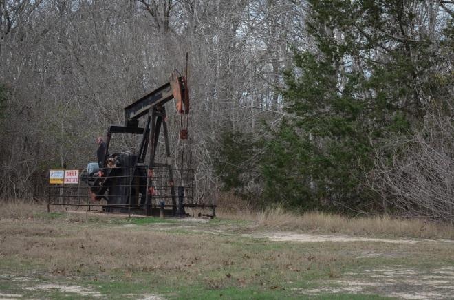 Oil well on Sun Oil Rd