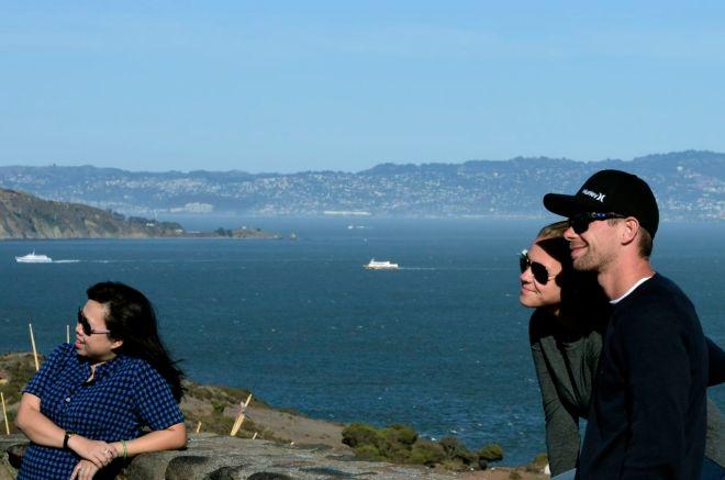 Poser triad Golden Gate viewpoint