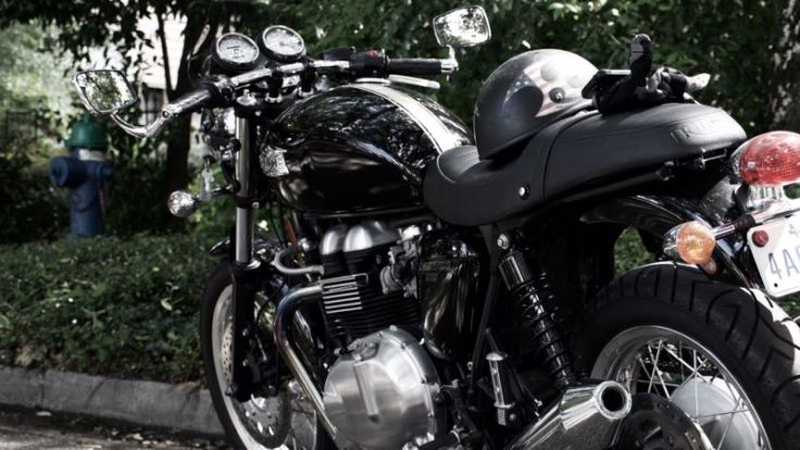 Kyle's '09 Thruxton on Harvard